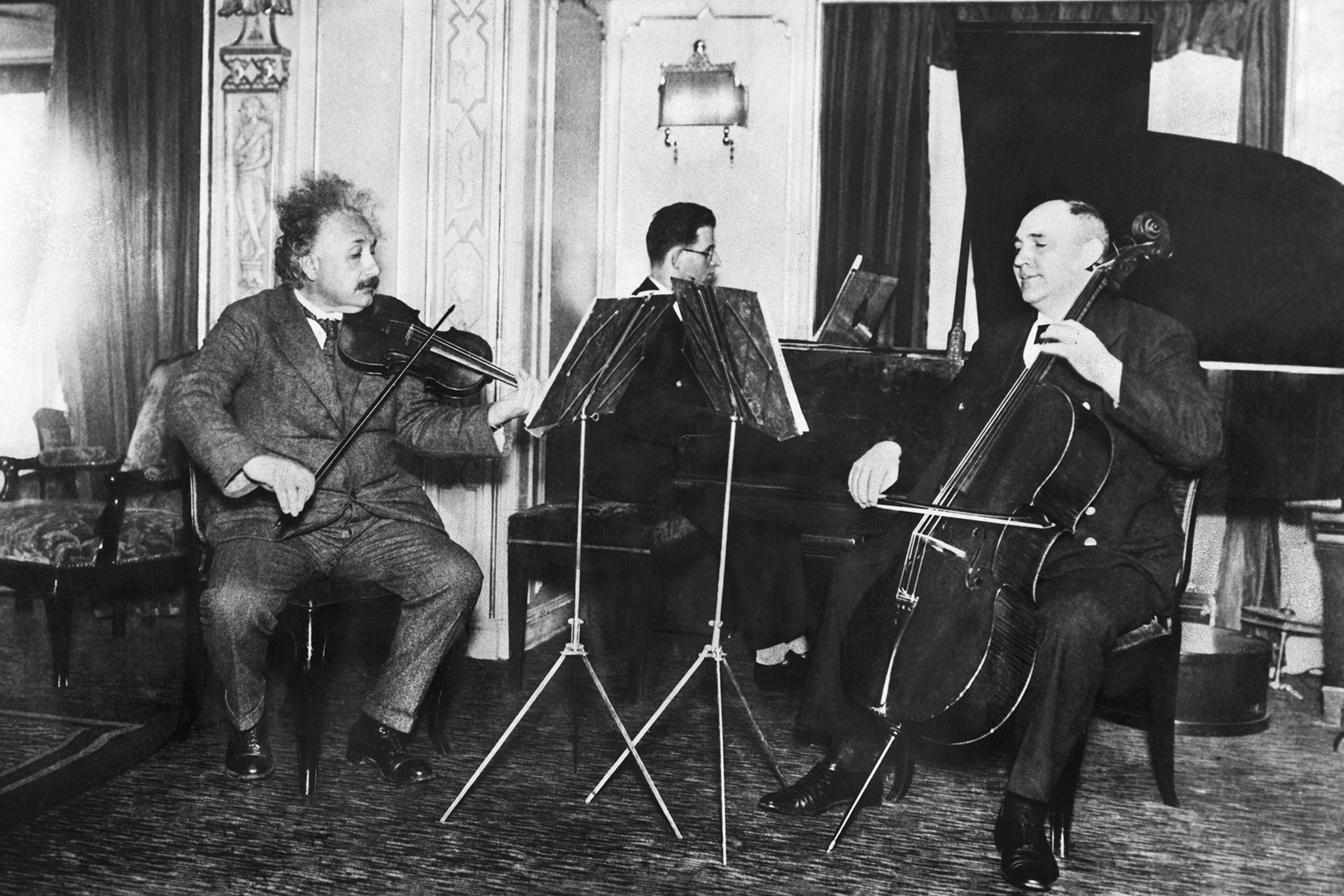 Albert-Einstein-30