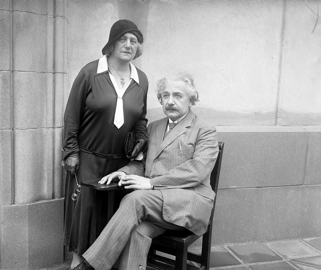 Albert-Einstein-33