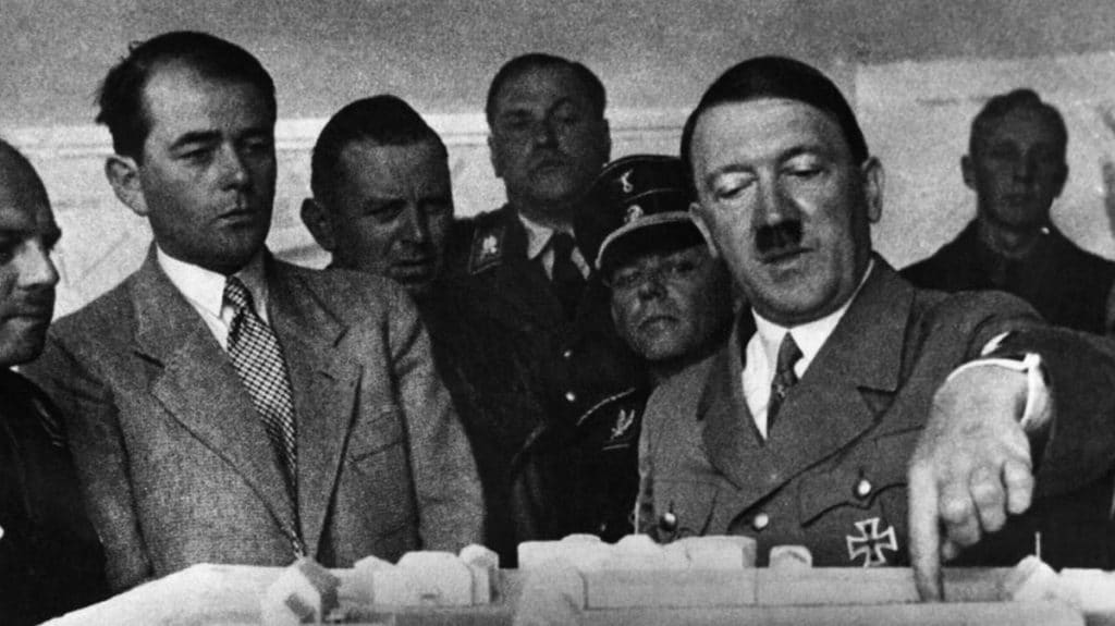 Hitler-25