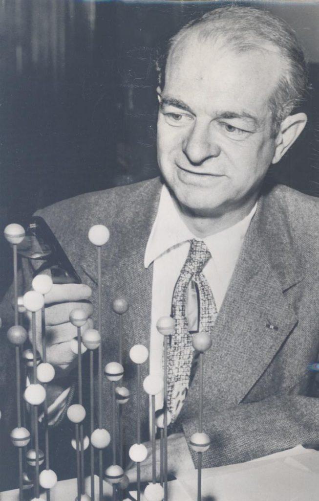Linus Pauling Biografía Vitamina C Aportaciones Y Más
