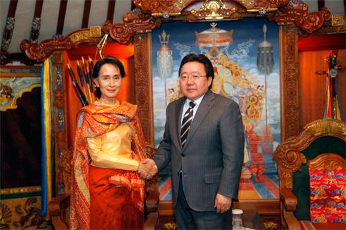 Aung-San-Suu-Kyi-7