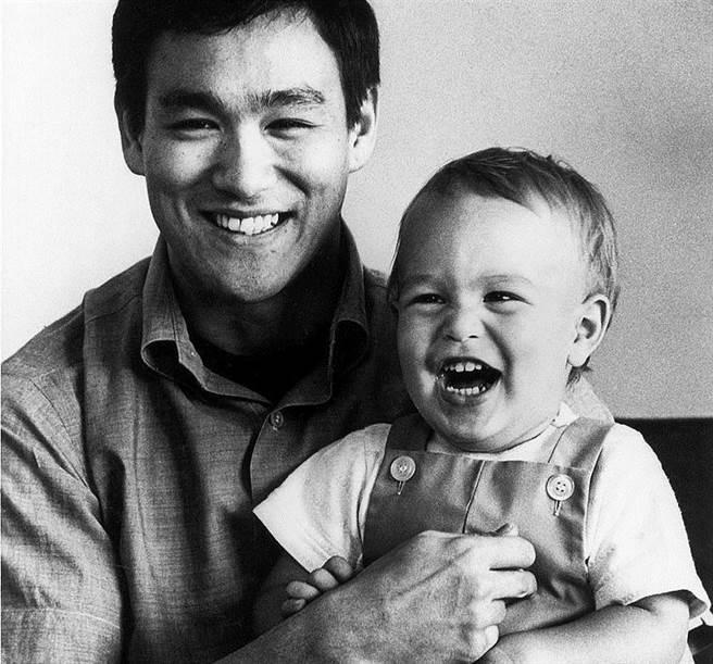 Bruce-Lee-27