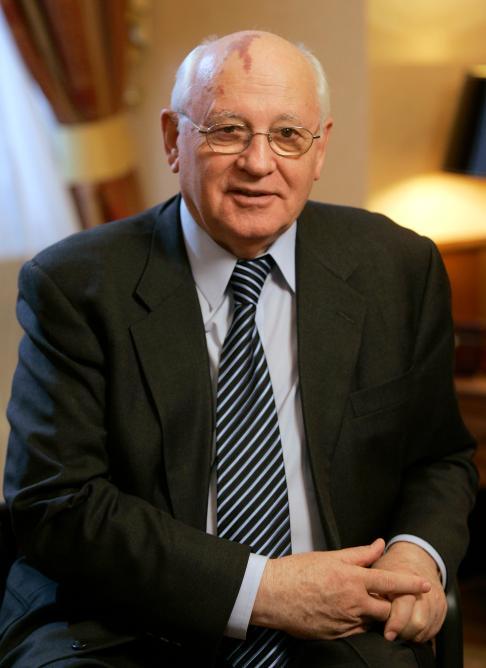 Mijaíl-Gorbachov-18