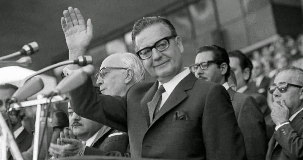 Salvador-Allende-08