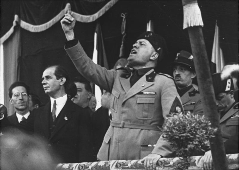 Mussolini-18