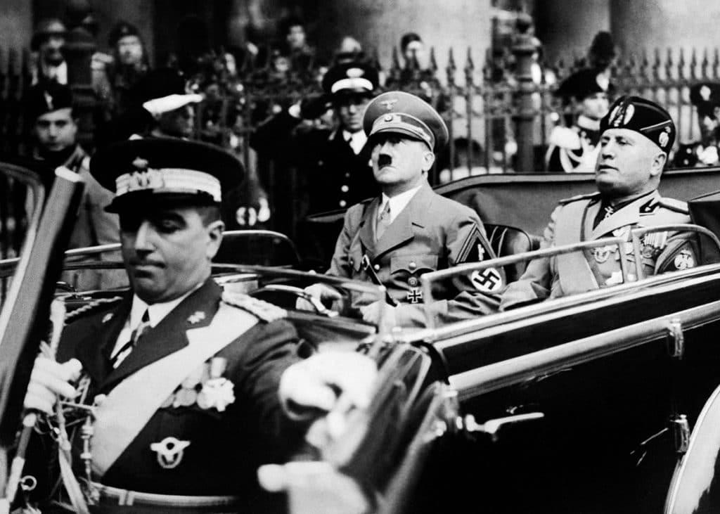 Mussolini-21
