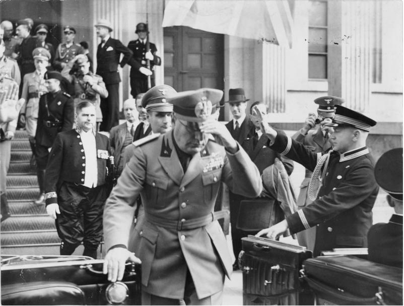 Mussolini-37