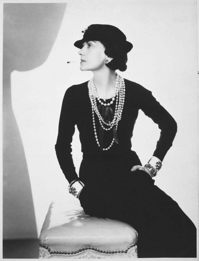 c3b94f3c4 Coco Chanel: biografía, frases, logo, película, diseños y mucho más