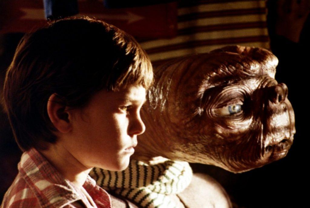 conexión entre elliot y E.T