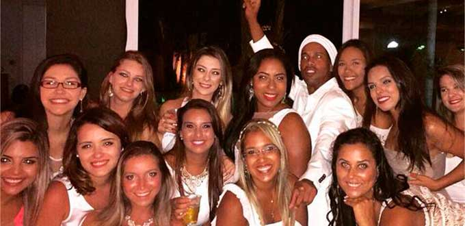 Ronaldinho y sus mujeres